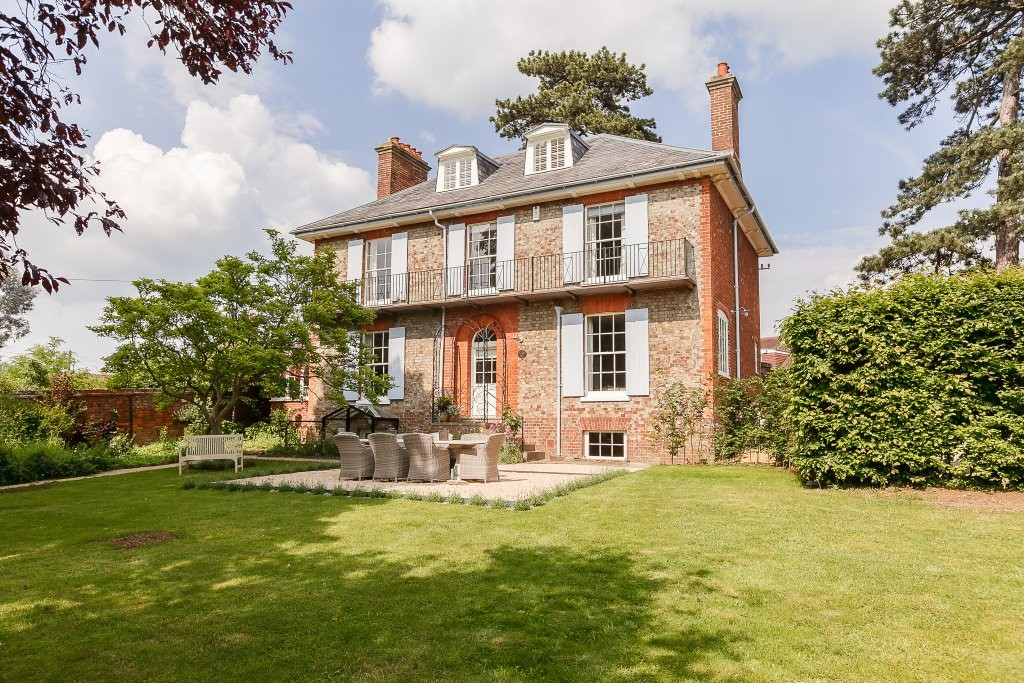 Clifton Hampden, Oxfordshire | 4 Bed | <strong>&pound;1,250,000</strong> <strong><a href='/sales/properties-for-sale/property-details?profileID=101073005945'>View Details</a></strong>