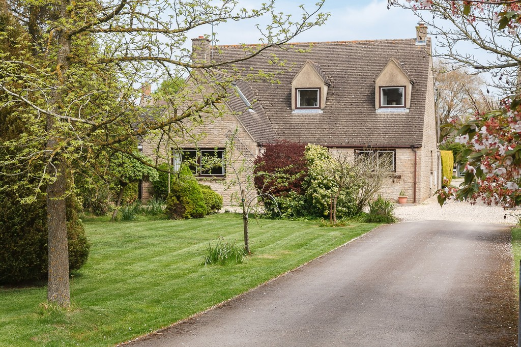Churchfields, Stonesfield | 4 Bed | <strong>&pound;1,395 pcm</strong> <strong><a href='/lettings/properties-to-let/property-details?profileID=101073006519'>View Details</a></strong>