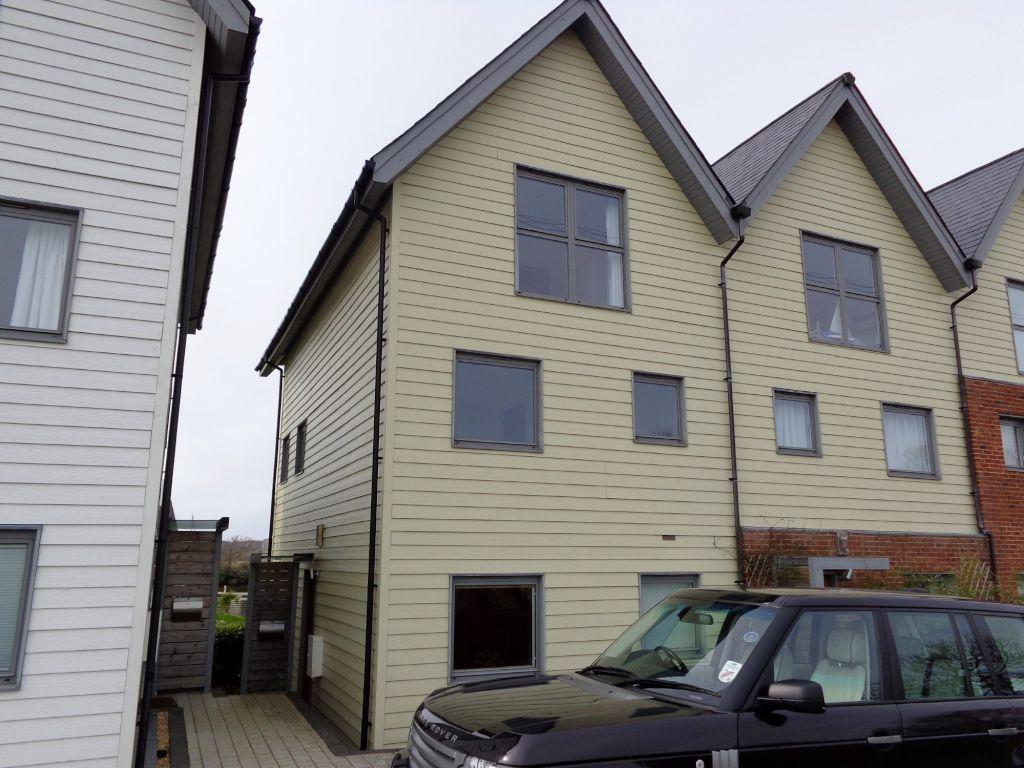 Cormorant Grove, Island Harbour, Newport, Isle of Wight, PO30 2DY