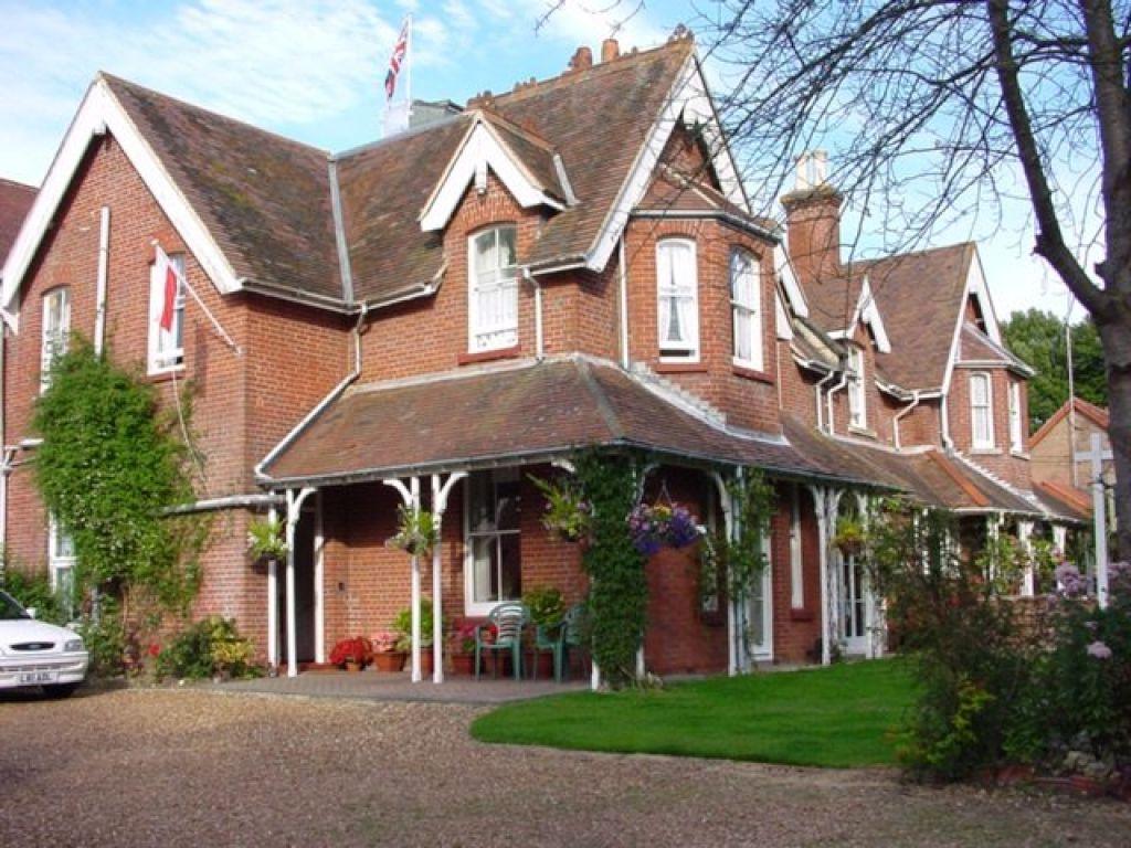 Latton House, Totland Bay, Isle of Wight, PO39 0BJ