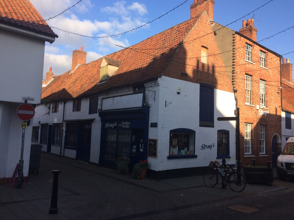Retail Unit In Newark with offices for sale or to let