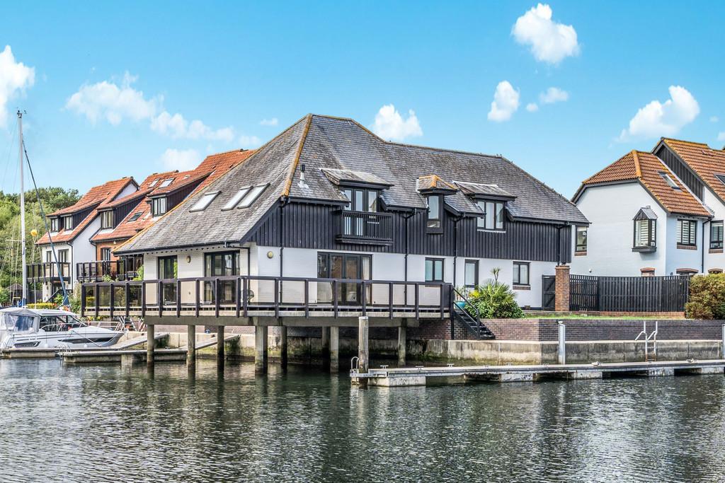 Hythe Village Marina, Southampton