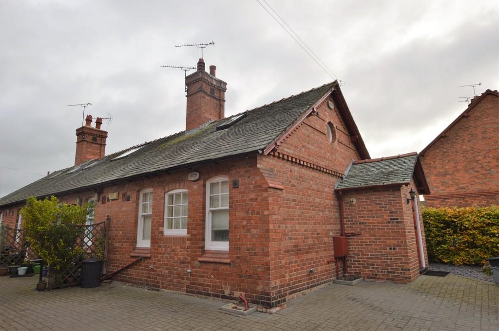 Grosvenor Cottages, Browns Lane, Handbridge